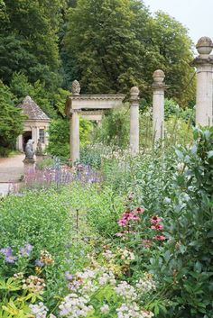 With its towering trees and lush plantings—a verdant counterpoint to elegant colonnades, pools, and sculptures—Peto Garden brings echoes of the Italian Renaissance to the pastoral slopes of Iford Manor.