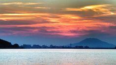 19 Oct. 17:47 博多湾の小焼けと糸島富士(可也山365m)です。 Mt Itoshima Fuji in the sunset glow  at Hakata bay in Japan