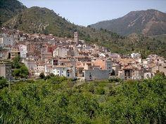 Eslida es un municipio perteneciente a la provincia de Castellón en la Comunidad Valenciana, España. Se encuentra ubicado en el centro la Sierra de Espadán,en las cercanías del pico Espadán con 1.041 metros de altura.