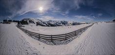 www.fotografik33.com Ax 3 Domaines, anciennement appelée « Ax-Bonascre », est une station de sports d'hiver des Pyrénées située en Ariège. La station est implantée à huit kilomètres d'Ax-les-Thermes sur les hauteurs de la commune, au cœur de la vallée d'Ax, dans la vallée de la Haute-Ariège. Elle est distante de 30 kilomètres de la frontière entre la France et l'Andorre au sud, 30 kilomètres de Tarascon-sur-Ariège au nord-ouest, 20 kilomètres du col de Pailhères à l'est et 120 kilomètres de…