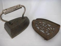 :) ironing day Antique Iron, Vintage Iron, Antique China, Antique Items, Vintage Laundry, Vintage Sewing, Cast Iron Beds, Vintage Television, Baby Memories