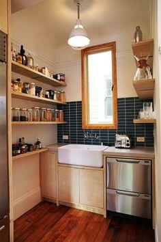 紺のタイルキッチン
