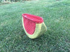 Mirka si s melounkem taky krásně pohrála. Barvičky jsou jako živé :-) Straw Bag, Bags, Scrappy Quilts, Pictures, Handbags, Bag, Totes, Hand Bags