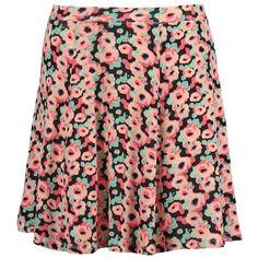 Der Rock mit Blumenmuster steht im Fokus deines Outfits und sieht mit Kitten Heels und Bluse super süß aus ♥ ab 12,95€