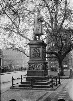 Peter Beuth-Denkmal.. Schinkelplatz