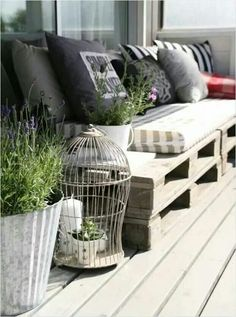 Pallet sofa. Fantastic idea!