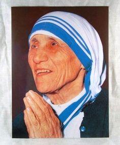 """What can we do to promote world peace?"" Mother Teresa answer was simple: ""Go home and love your family."" 「世界平和について我々にできることは?」と尋ねられた。マザー・テレサの答えは簡潔だった。『家に帰って、家族を大切にしてあげてください』。"