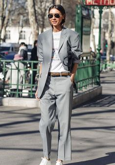See Paris Fashion Week show goers, models, street style mavens before and after the Paris fashion week shows. IN FASHION daily Business Outfit Frau, Business Dress, Business Outfits, Trend Fashion, Look Fashion, Fashion Outfits, Womens Fashion, Fashion Inspiration, Paar Style
