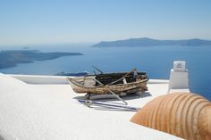 Picturesque views of Santorini from the caldera path connecting Fira and Firostefani.