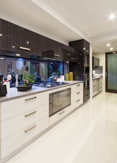 Tokeo la picha la mirror glass kitchen splashback in closed narrow galley kitchen Kitchen Cabinet Design, Kitchen Cupboards, Modern Kitchen Design, Interior Design Kitchen, Interior Decorating, Decorating Ideas, Kitchen Designs, Glass Kitchen, Kitchen And Bath