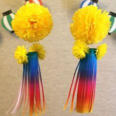 フラワーペーパーで作る虹色の七夕飾り(吹流し)の作り方を紹介します。100円ショップのダイソー等で売っているフラワーペーパーをひと工夫するだけで、虹色の素敵な七夕飾りを作る事ができます。