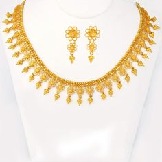 Explore the trendy collection of gold necklace set at Waman Hari Pethe Sons. Kids Gold Jewellery, Gold Jewellery Design, Gold Jewelry, Diamond Jewellery, Jewellery Diy, Jewelery, Gold Earrings Designs, Necklace Designs, Gold Necklace Simple