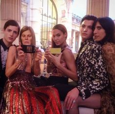 Joan Smalls au dîner Vogue Paris Foundation http://www.vogue.fr/mode/mannequins/diaporama/la-semaine-des-tops-sur-instagram-35/19589/image/1036569#!joan-smalls-au-diner-vogue-paris-foundation