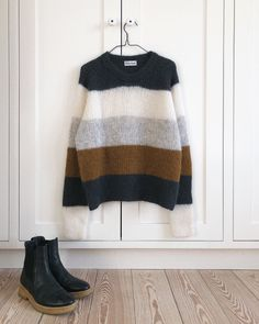 Raglan, Pullover, Cool Sweaters, Sweaters For Women, Holiday Sweater, Sweater Weather, Grey Stripes, Knitwear, Knit Crochet