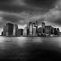 """Photo by Jean Michel Berts portraitist of cities specializing in black and white photos. Photo of the book """"Light of New York"""" Ed: Assouline New York Black And White, Black White Photos, Black And White Photography, Assouline, Jean Michel, New York Travel, City Lights, New York City, New York Skyline"""