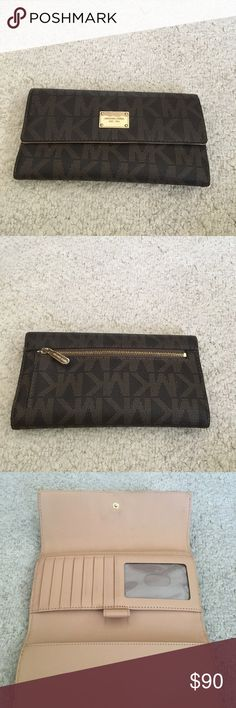 Michael KORS wallet Signature print. Very gently used. No checkbook holder. Great condition Michael Kors Bags Wallets