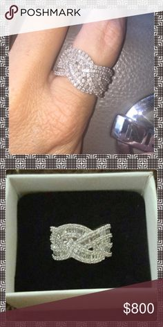 🎀STUNNING GENUINE 1.31 CTW DIAMOND RING🎀 🎀STUNNING GENUINE 1.31 CTW DIAMOND RING! SET IN A GORGEOUS STERLING SILVER  🎀EXCELLENT CONDITION 🎀SIZE 7🎀 Jewelry Rings