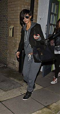 Frankie Sandford..this has got to be a super comfy outfit