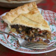 Modern Mincemeat Pie by Saveur. The recipe for this meatless version of the dessert is based on one that appears in Good Tempered Food by Tamasin Day-Lewis. Roast Beef Pie, Tender Roast Beef, Beef Pies, Pie Recipes, Dessert Recipes, Cooking Recipes, Saveur Recipes, Recipies, Fruit Dessert