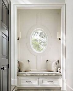 Interior Design Ideas: oval window, built-in bench Luxury Interior Design, Interior And Exterior, Classic Interior, Built In Bench, Bench Seat, Traditional House, Luxury Homes, Small Spaces, New Homes