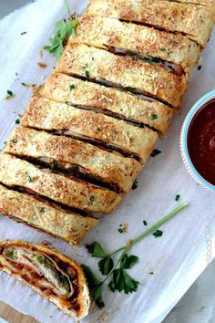 "This Easy Stromboli Recipe is No Wait, No Rise Stromboli dough so now you can satisfy your pizza cravings in 35 minutes! Easy enough for a weekday meal, delicious enough to be the ""must have"" appetizer at every gathering. Oven Recipes, Pizza Recipes, Gourmet Recipes, Cooking Recipes, Freezable Appetizers, Stromboli Recipe, Homemade Stromboli, Calzone, Carlsbad Cravings"