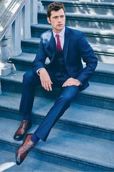 Teaming a navy three piece suit with a white dress shirt is an amazing pick for a classic and classy outfit. Complete this look with brown leather brogues to keep the outfit fresh. Sean O'pry, Gentleman Mode, Gentleman Style, Mens Fashion Suits, Mens Suits, Male Fashion, Ootd Fashion, Fashion Outfits, Casual Outfits