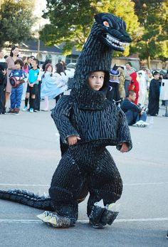 Congratulations to the victorious in this year's Super-Crafty Halloween Costume Contest V! This handmade costume contest is pretty much impossible to judge. Godzilla Halloween Costume, Halloween Costume Contest, Halloween 2015, Halloween Cosplay, Baby Halloween, Godzilla Suit, Godzilla Party, Cute Kids Photos, Best Cosplay