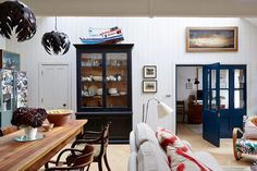 Open-Plan Living Space in real homes on HOUSE by House & Garden. Inside a Mews House in London: open-plan living made cosy in a tiny west London mews - i love that it's not matchy Open Plan Kitchen Dining Living, Open Plan Living, Living Room Kitchen, West London, Living Area, Living Spaces, White Wall Bedroom, Mews House, Art Deco