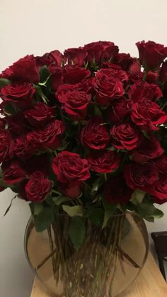 Valentines day - Red roses are symbol of love.if someone ask me definition of True love & soulmates in hu - Beautiful Flowers Photos, Flower Photos, Love Flowers, Beautiful Roses, Flower Phone Wallpaper, Rose Wallpaper, Wallpaper Backgrounds, Iphone Wallpaper, Roses Valentines Day