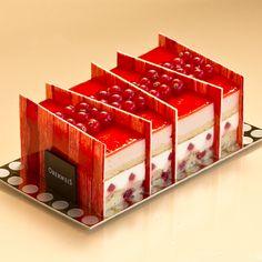 Art de la table - Bûche aux groseilles, fraises et framboises
