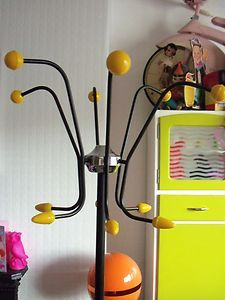 I love the retro atomic range from the - I searched high & low for a undamaged coat stand & eventually found one several years ago, that looked just liek this one! Coat Hanger Stand, Hall Stand, 1950s Decor, Portable House, Bloom Where You Are Planted, Mid Century Modern Decor, Coat Stands, Retro Home, Kitchen Living