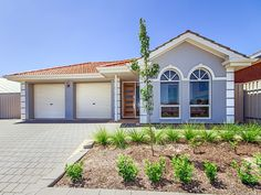 #Home in Seaford Rise sold by Kevin J. Barry from the Professionals Christies Beach real estate agency- 08 8382 3773. #RealEstate #RealEstateSouthAustralia #Blue #Arch #Windows