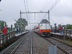 Station Pijnacker met al aangepaste perrons.