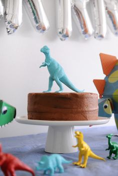 Love this simple, modern dinosaur party. You don't have to go over the top to…
