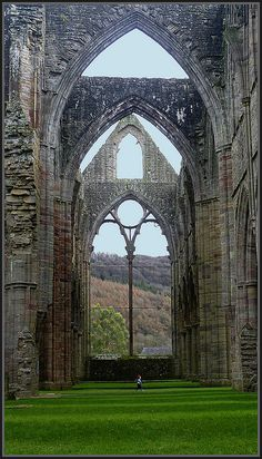 Tintern Abbey: Tintern, Monmouthshire, Wales (Dissolved by Henry VIII. The ruins are 881 years old.) I long to see the place that Wordsworth loved so much. Oh The Places You'll Go, Places To Travel, Places To Visit, Sightseeing London, Beautiful World, Beautiful Places, Place Of Worship, Abandoned Places, Belle Photo