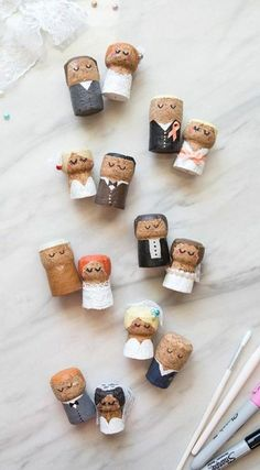 These DIY champagne cork bride and groom keepsakes are the BEST thing ever! These DIY champagne cork bride and groom keepsakes are the BEST thing ever! These DIY champagne cork bride and groom keepsakes are the BEST thing ever! Wine Cork Art, Wine Cork Crafts, Wine Bottle Crafts, Wine Corks, Make Your Own Wedding Cakes, Champagne Corks, Champagne Cork Crafts, Bouchon Champagne, Wedding Champagne