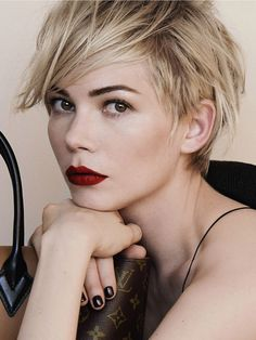 Michelle Williams - growing out a pixie cut http://beautyeditor.ca/2013/10/31/how-to-grow-out-a-pixie-cut/
