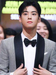 Boys Fall Fashion, Baby Boy Fashion, Drama Korea, Korean Drama, Asian Actors, Korean Actors, Jin Roh, Good Looking Actors, Lee Dong Min