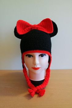 Free crochet patterns and video tutorials: How to crochet minnie mouse and bee hats free pattern