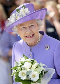 Queen Elizabeth II arrives to open a new maternity ward at the Lister Hospital on June 2012 in Stevenage, England. The Queen is on a two day tour of the East Midlands as part of her Diamond. Get premium, high resolution news photos at Getty Images God Save The Queen, Hm The Queen, Royal Queen, Her Majesty The Queen, Queen Hat, Queen Outfit, Queen Fashion, Royal Fashion, Prinz Philip