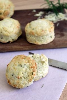 ...Filosofía de Sabor...: Scones de Queso y Romero Kitchen Recipes, My Recipes, Favorite Recipes, Quiche, Salty Foods, Pastry And Bakery, Tasty Bites, Biscuit Recipe, Cooking Time