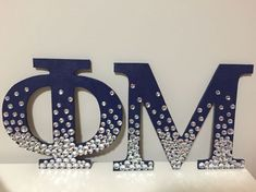 Cure Sorority Craft Idea: Phi Mu wooden sorority letters in navy blue and ombre rhinestones Phi Sigma Sigma, Delta Phi Epsilon, Pi Beta Phi, Kappa Delta, Alpha Chi, Chi Rho, Tri Delta, Phi Mu Crafts, Sorority Crafts