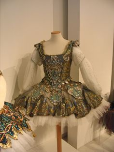 Opera Costume from the Milan Costume Museum, ballet tutu Custom Dance Costumes, Tutu Costumes, Ballet Costumes, Cool Costumes, Tutu Ballet, Ballerina Dancing, Ballet Dance, Ballet Shoes, Ballet Russe