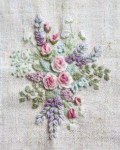 """752 aprecieri, 51 comentarii - Надя Синкевич (@sinkevich_nadia) pe Instagram: """"Вышивка в этой технике позволяет чувствовать себя флористом. Думаешь, как разместить веточку, какой…"""""""