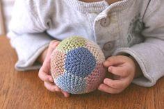 大きさ自在!簡単パーツで編み編みボールの作り方
