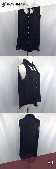 Button Up Sleeveless Blouse This is another top I bought for my sister, but she thought the collar part was too risqué, I think it's so dope. No flaws on the chiffon material, summers coming, and it's perfect piece for work, a date or chill with friends.👍✨💖✨🤗😍😘✨💖 Tops
