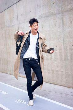 Nas ruas, os looks certamente fazem tão bonito quanto nas passarelas, especialmente os masculinos. O blogueiro Nicholas, do Garbagelapsap , fez uma seleção com os melhores looks que circularam pelo evento publicada originalmente no site Fucking Young .