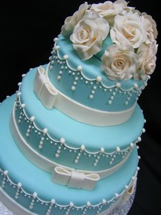 Tiffany Blue, Wedgwood Inspired Wedding Cake By Charmpastry Ivory gumpaste roses, fondant ribbon with royal icing details. Gorgeous Cakes, Pretty Cakes, Amazing Cakes, Wedding Cake Roses, Wedding Cakes, Wedding Vows, Party Wedding, Wedding Bouquets, Wedding Rings