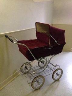Gave ouderwetse retro kinderwagen, vintage