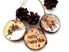 Decorazioni di Natale, giocattoli di Natale, decorazione rustica di Natale, Natale moderno, Woode Natale Decor, Christmas set, Set di tre, in legno Aggiungere un piccolo bosco per il vostro albero di Natale con questo adorabile set di 3 ornamenti di Natale in legno. Sono tutti